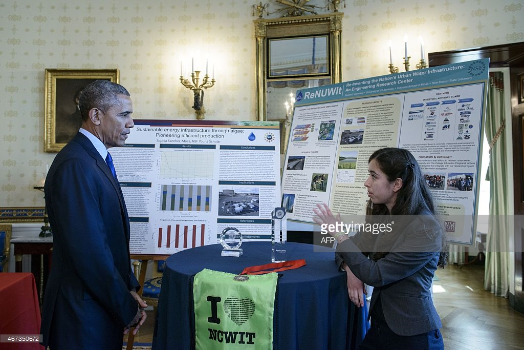 ReNUWIt Young Scholar Sophia Sanchez-Maes explains her summer research project to President Obama